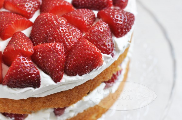 Strawberry pie with cream cheese